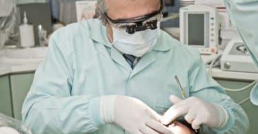 Mal aux dents ? Appelez un dentiste !